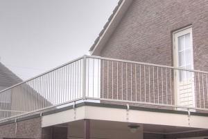 wettelijke hoogte balkonhek
